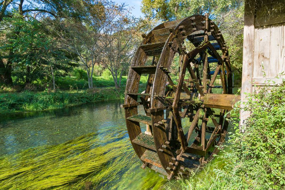 Water Mills: Tapping the Power of Rivers, Streams, and Tidal Basins